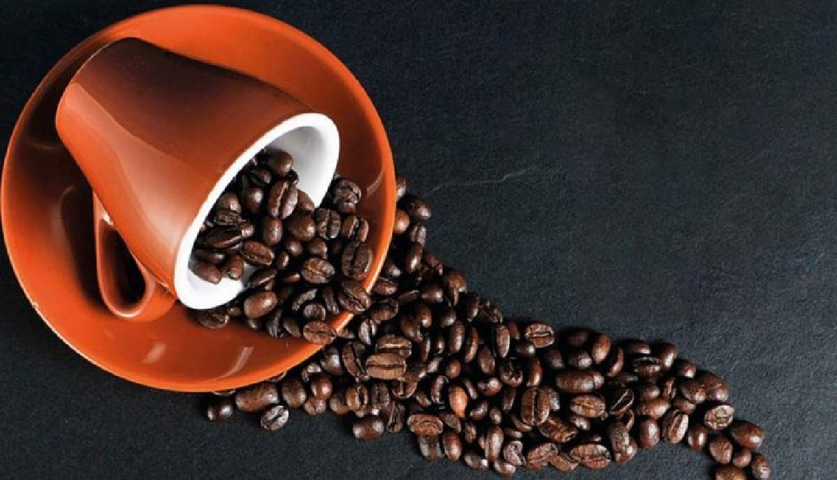 مضرات-قهوه-و-نوشیدنی-های-کافئین-دار