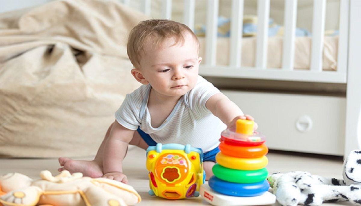 آشنایی-با-انواع-بازی-با-نوزاد-۹-تا-۱۲-ماهه