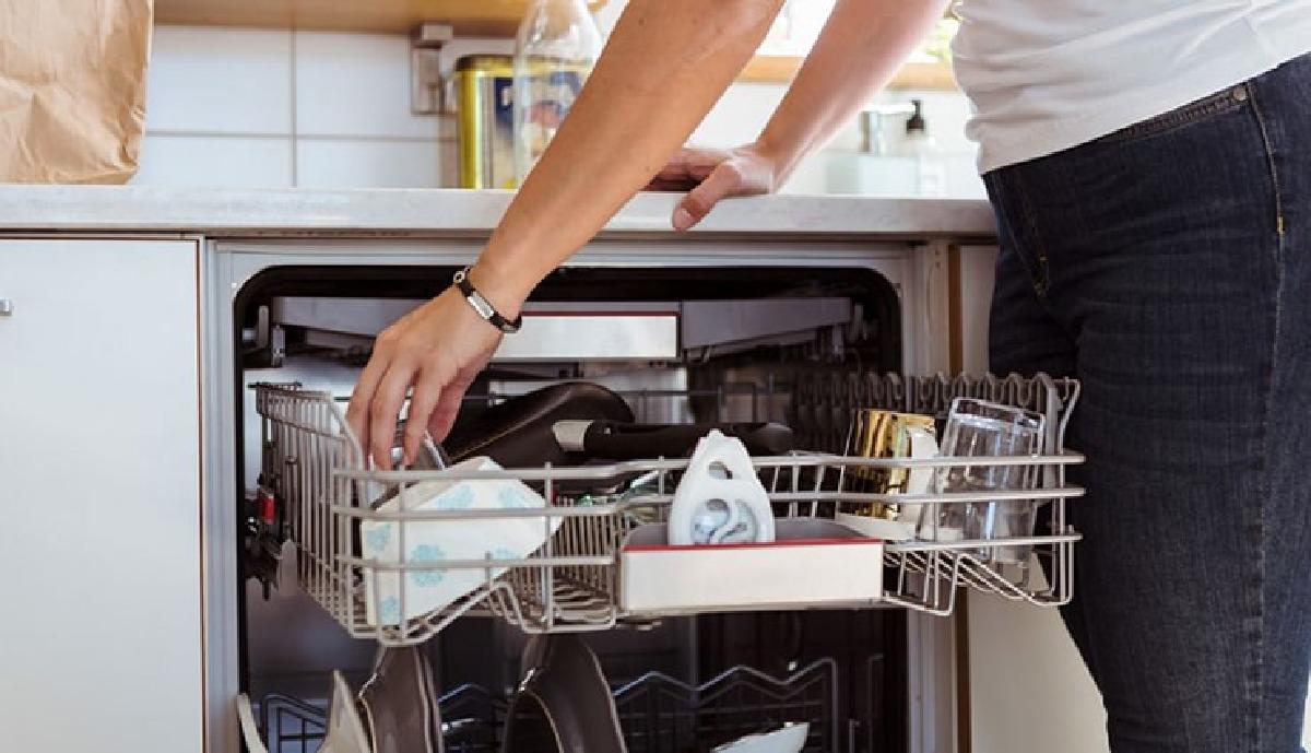 ۲-روش-ساده-برای-تمیز-کردن-ماشین-ظرفشویی