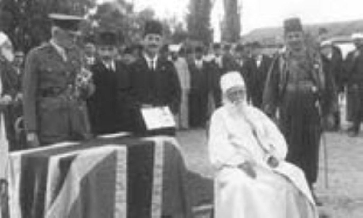 نقش انگلستان در شکل گیری و تداوم فرقه ی بهائیت در ایران