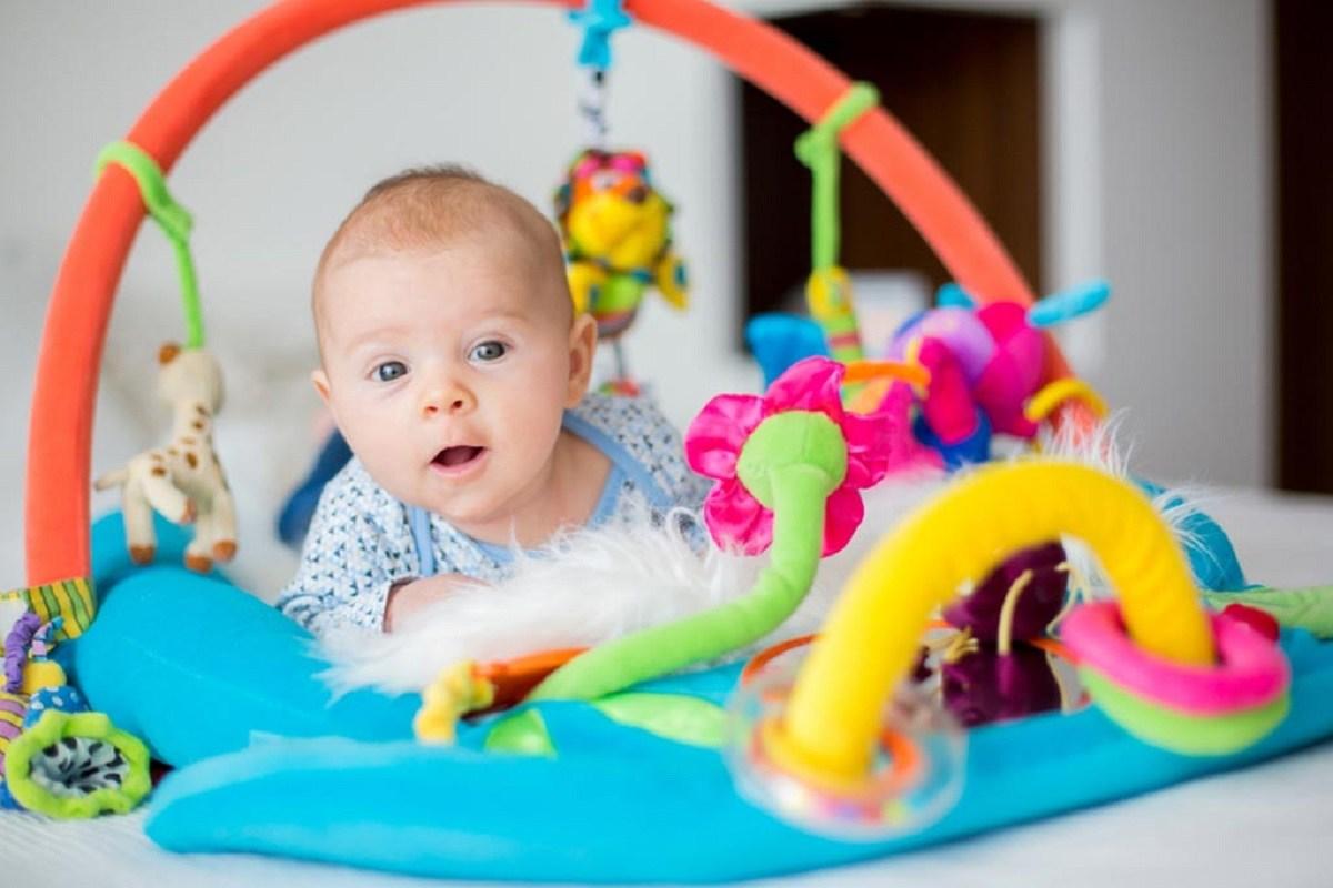 چگونه می توانم به نوزادم در یادگیری کمک کنم؟