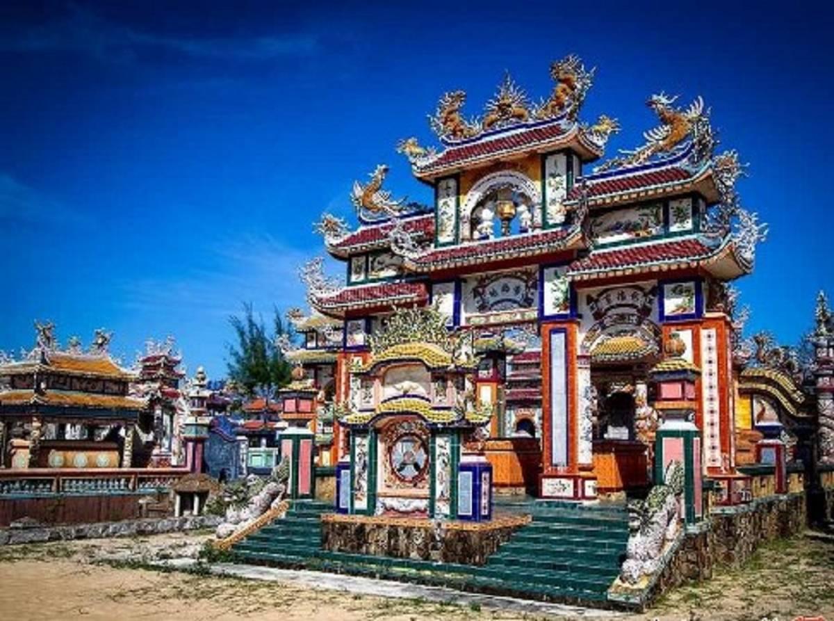 دهکده ارواح ومقبره های رنگارنگ در ویتنام