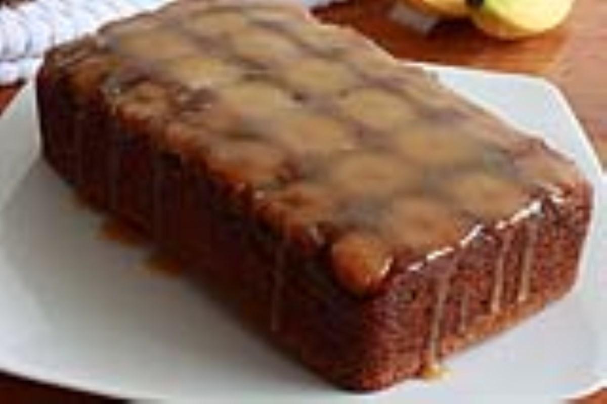 طرز تهیه غذای ملل کیک موز با سس کارامل