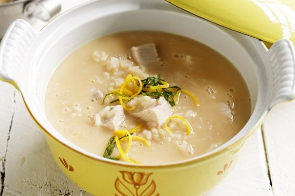 طرز تهیه غذای ملل سوپ مرغ یونانی (لیمویی)