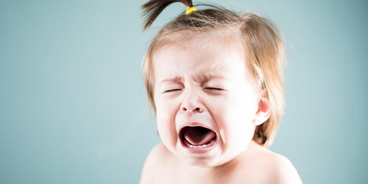 چگونه  مانع از جیغ و داد کودک پنج ماهه ام شوم؟