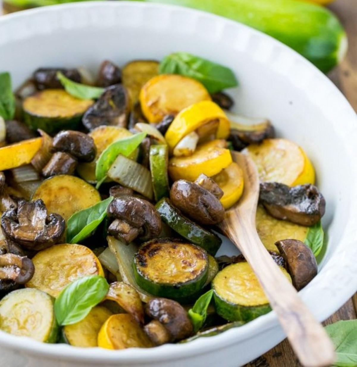 طرز تهیه خوراک کدو سبز و قارچ (غدای رژیمی)