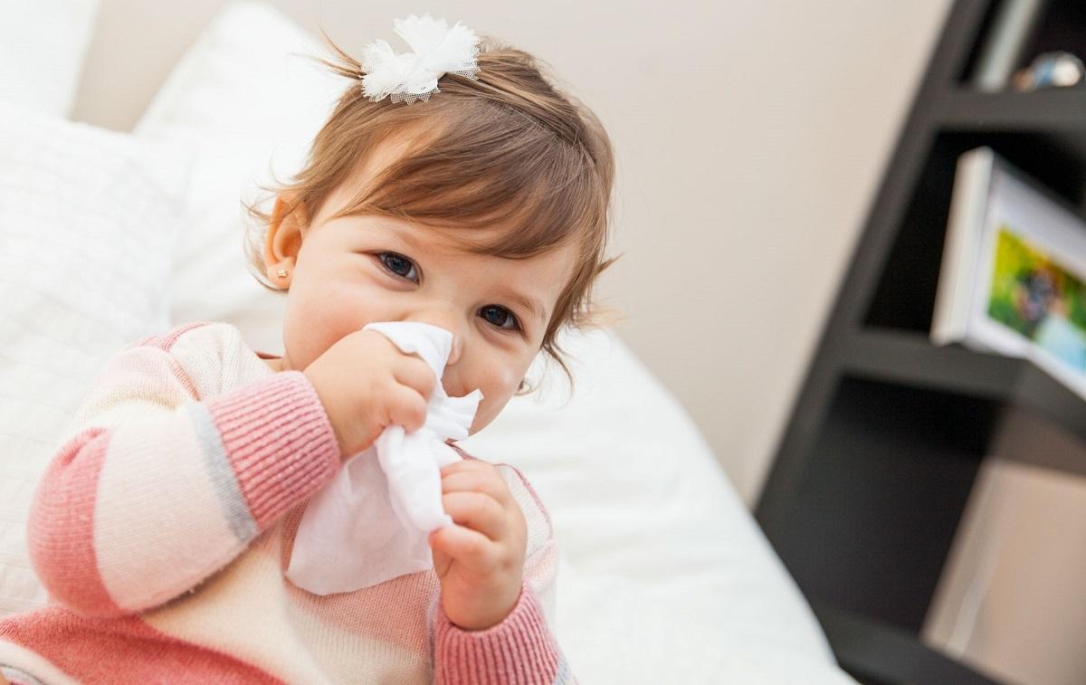 در چه صورتی بایستی علائم سرماخوردگی را جدی گرفته و به پزشک مراجعه کنیم؟