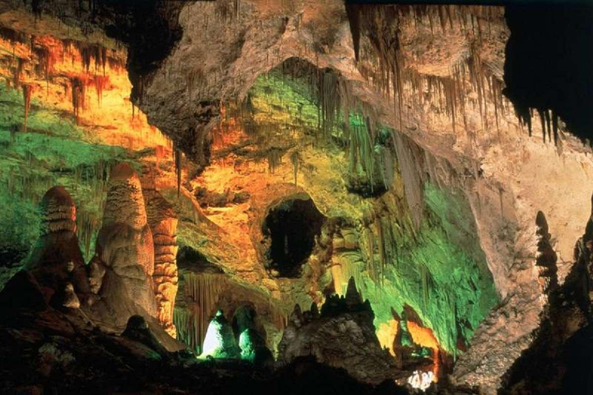 هیجان انگیزترین غارهای مرموز و دیدنی ایران