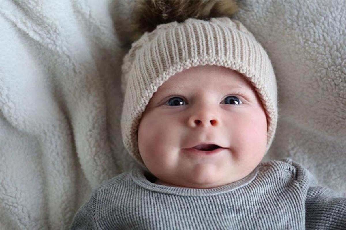 چگونه متوجه شوم که کودک بیش از حد گرم یا سردش است؟