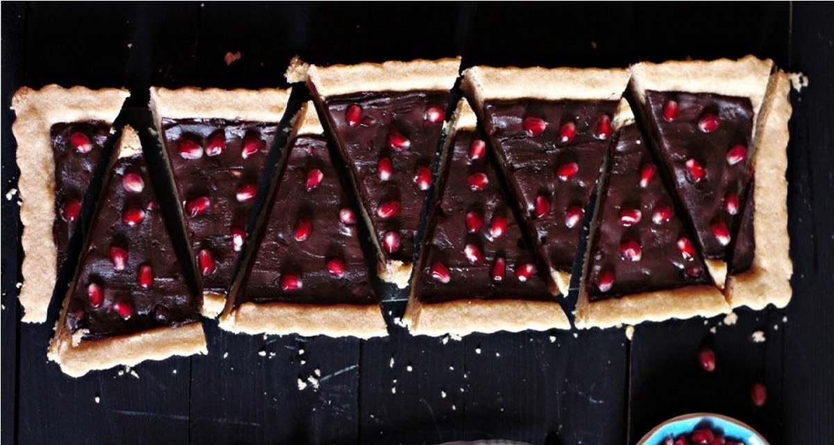 طرز تهیه دسر تارت انار و شکلات