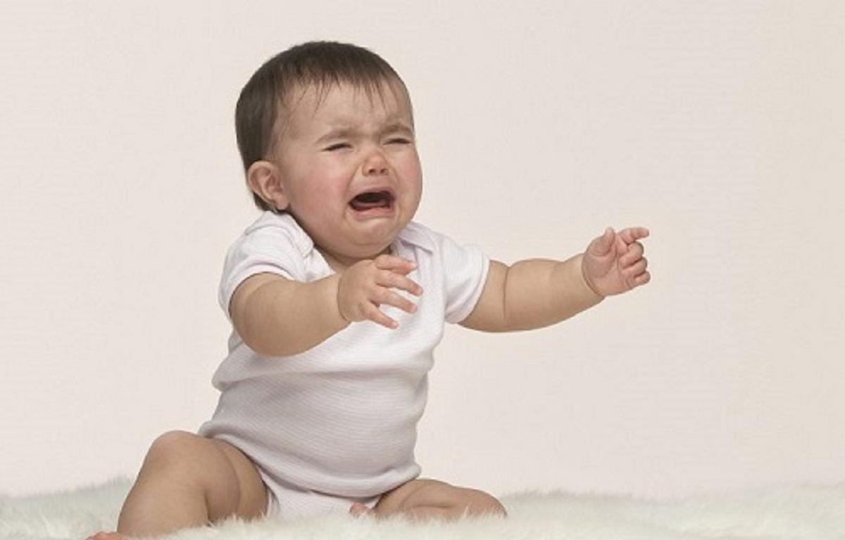 علت گریه نوزاد و  موثرترین راه های متوقف کردن ان