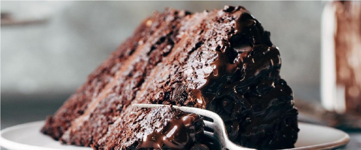 دستور پخت کیک شکلاتی بادامی