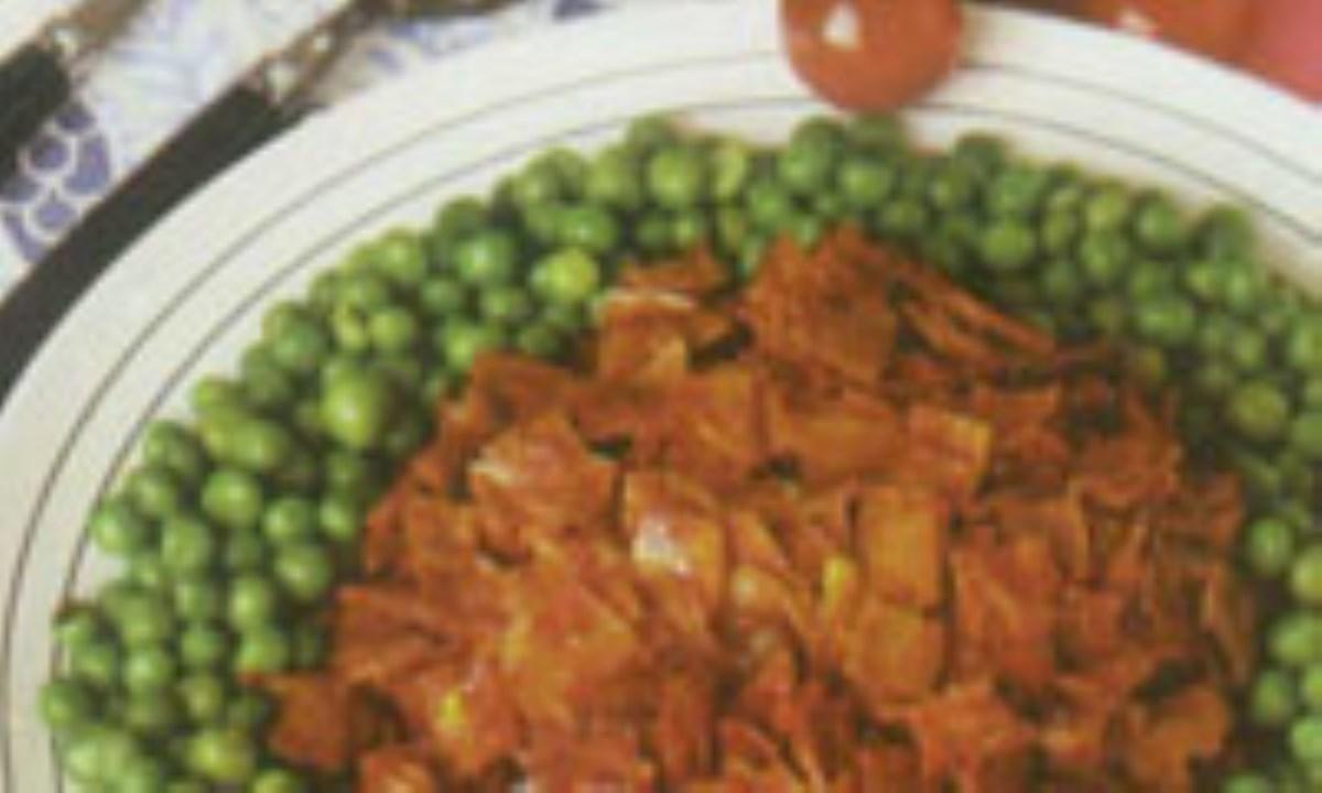 خوراک کالباس و نخود فرنگي