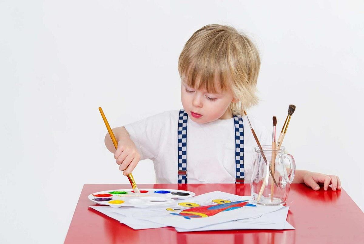 کودکان با کشیدن نقاشی دنیای درونشان را نشان می دهند