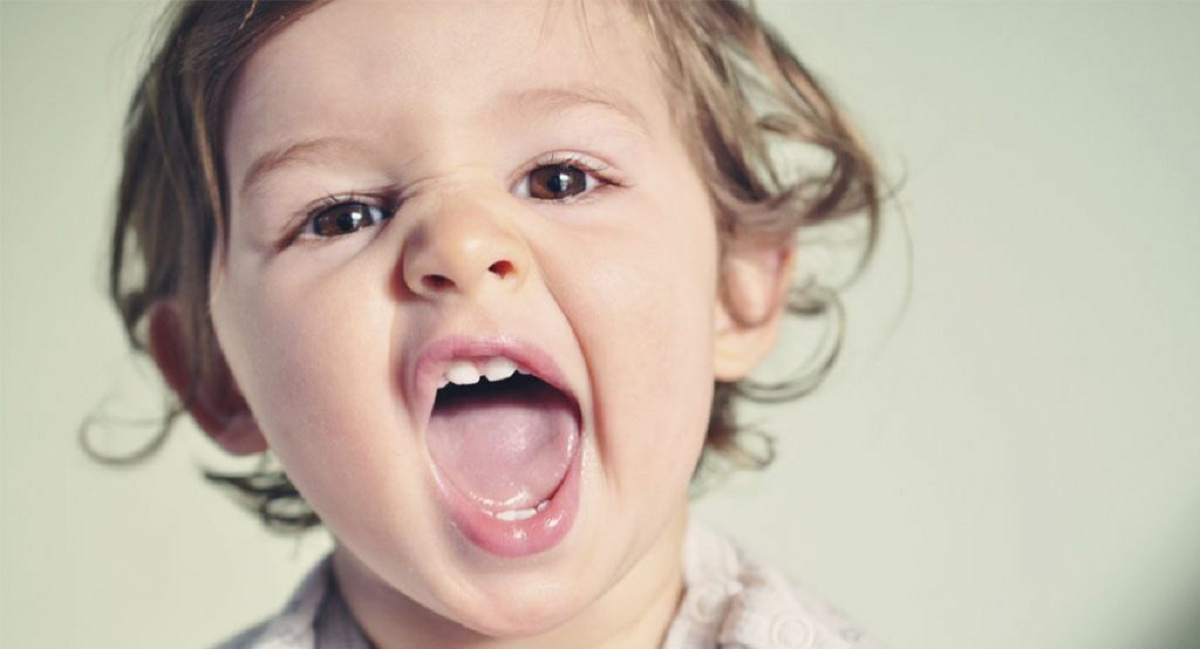 درباره علت و درمان تغییر رنگ دندان در کودکان بیشتر بدانیم
