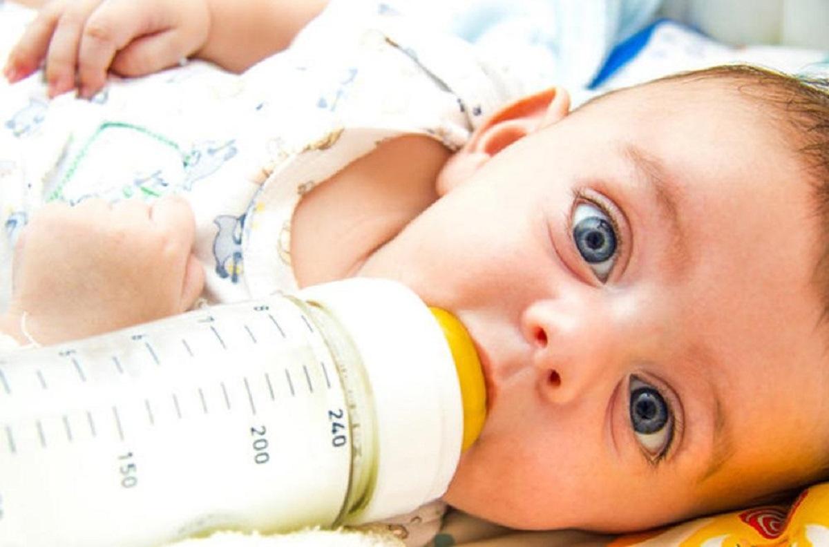 آیا آلرژی علت اسهال نوزاد چهار ماهه ای است که شروع به تغذیه از شیر خشک در کنار شیر مادر کرده است؟ 