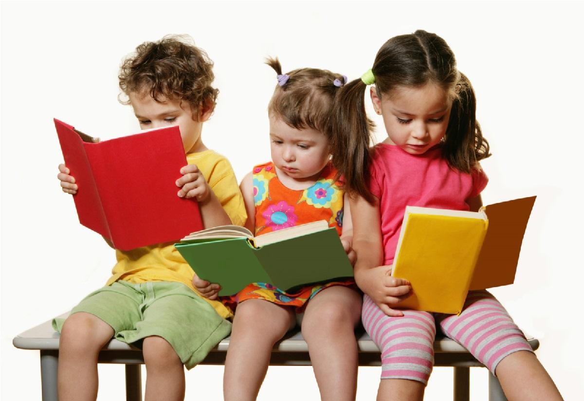 ۱۰ رفتار والدین که کودکان را از کتاب خوانی متنفر می کند
