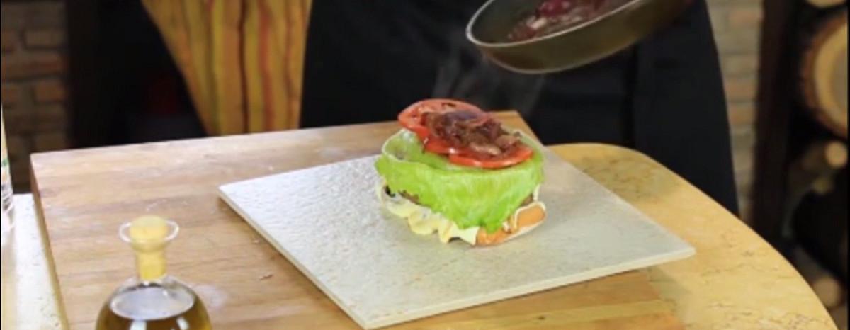 طرز تهیه همبرگر مخصوص ایتالیایی به روشی خلاقانه