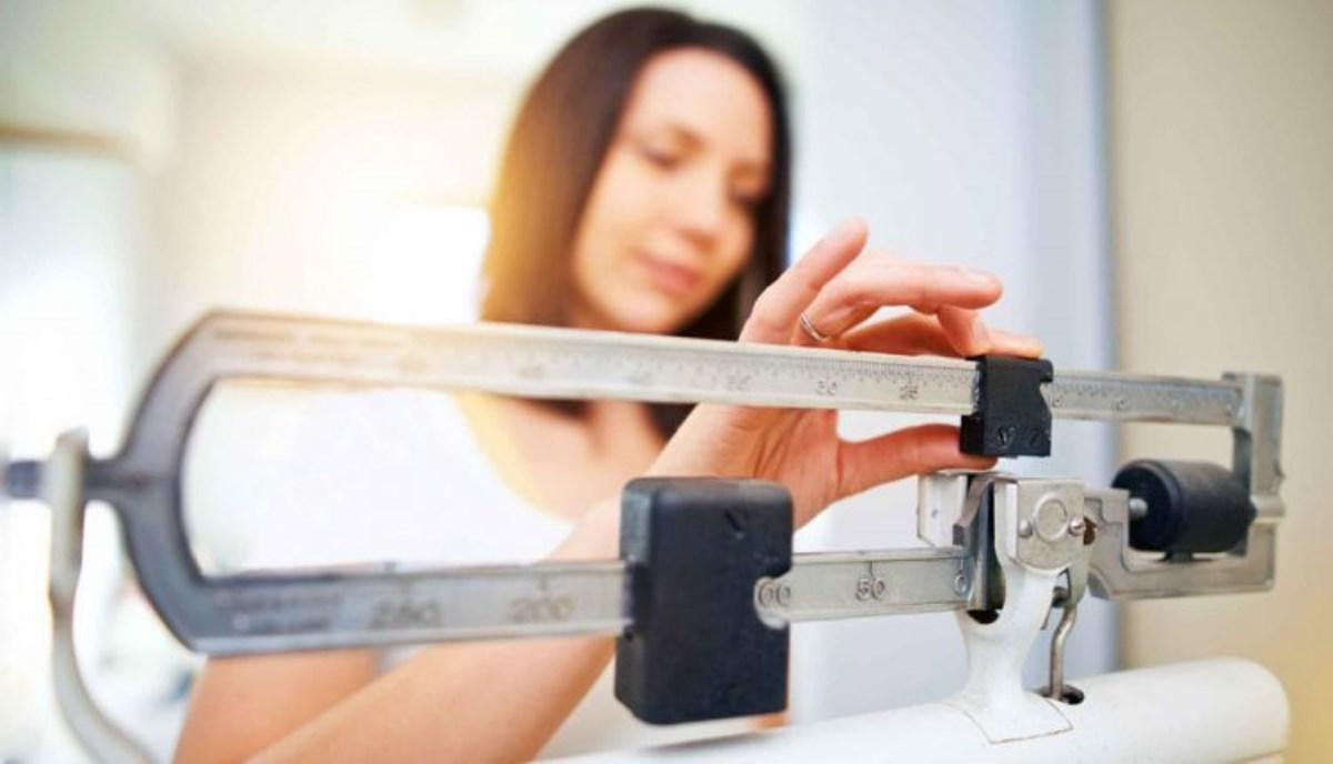 دلایل چاقی زنان در سنین بالا