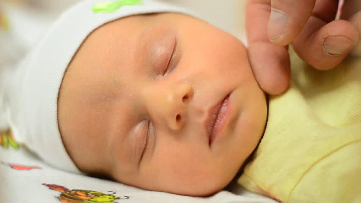 علت اهمیت تماس پوستی و وجود حس لامسه در کودک چیست؟