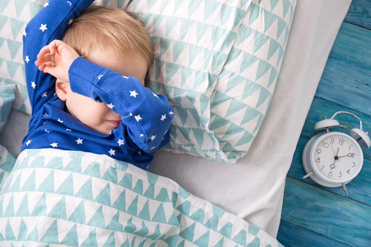 نگاهی به چرایی مالیدن چشم توسط نوزادان
