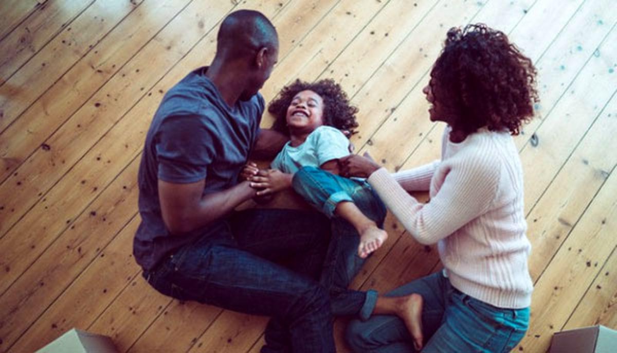 قلقلک دادن کودک خوب یا بد؟