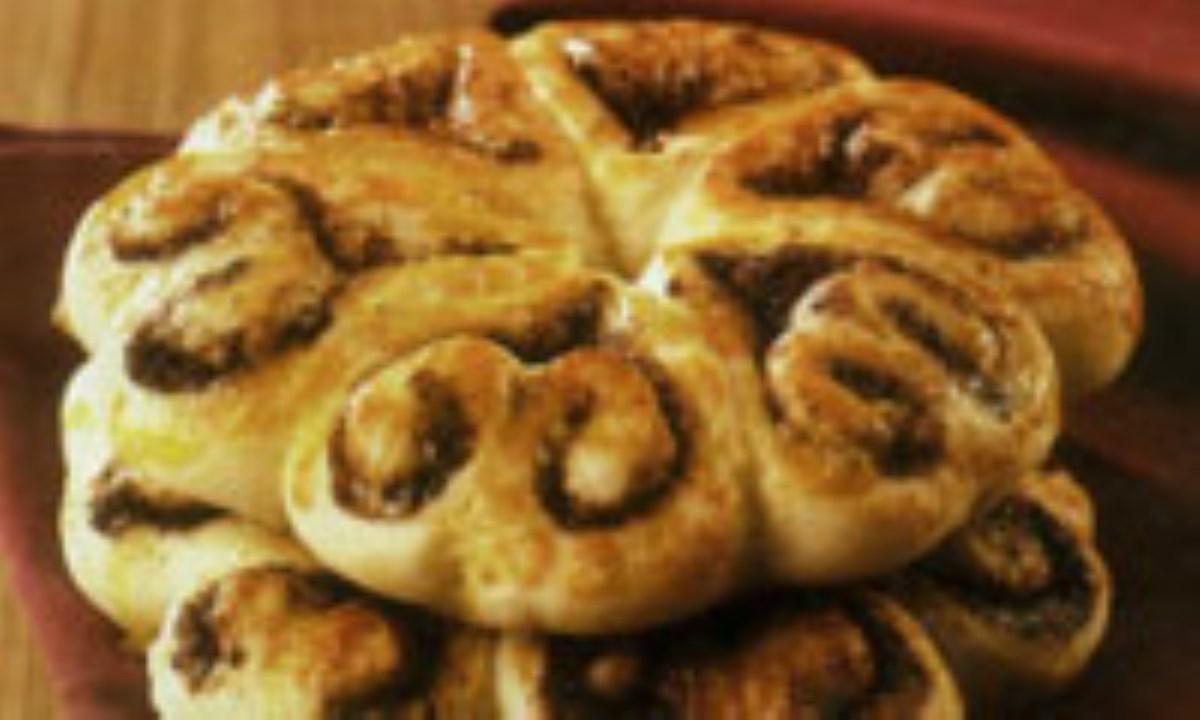 نان رول دارچيني در طرح هاي مختلف