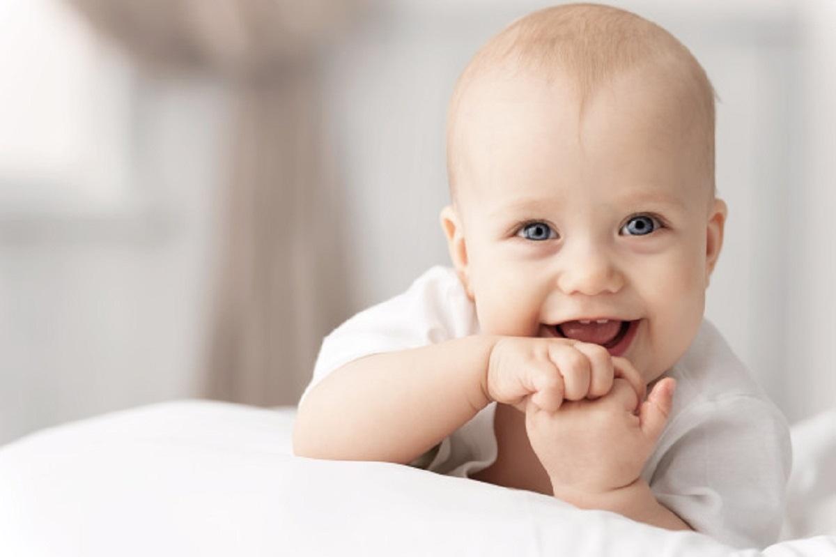 آیا کودک به هنگام خنده متوجه موضوع خنده دار شده است؟