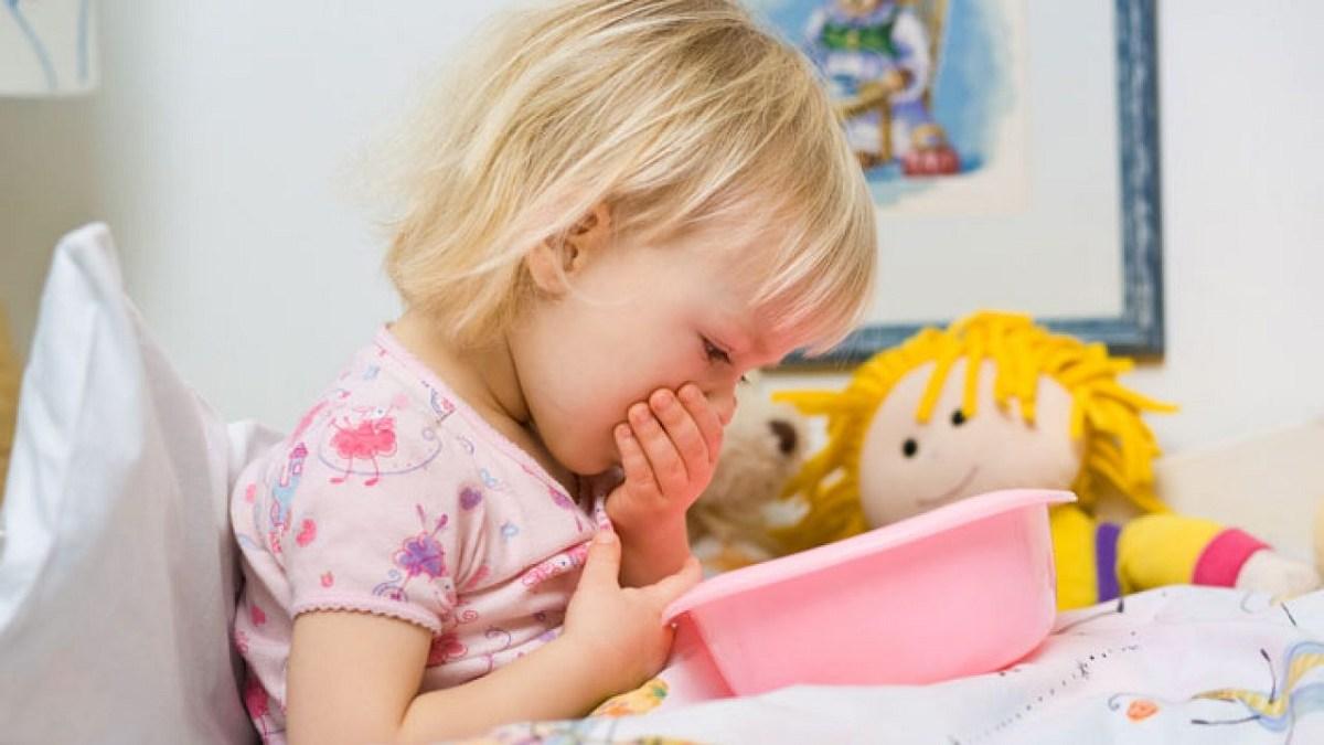 اسهال و استفراغ در کودکان چه دلایلی دارد و چه روش های مراقبتی را باید انجام داد