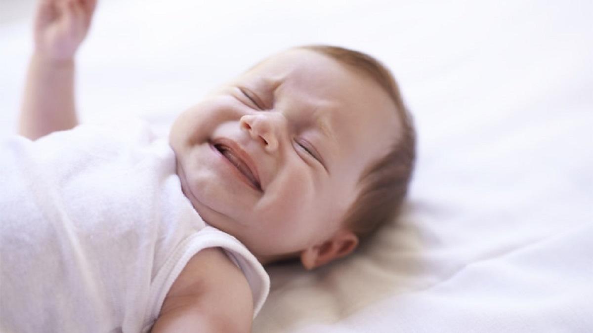 بیدار شدن خواهر و برادر بزرگتر کودک پنج ماهه به علت گریه او در حین آموزش خواب را چگونه می توان مدیریت کرد؟