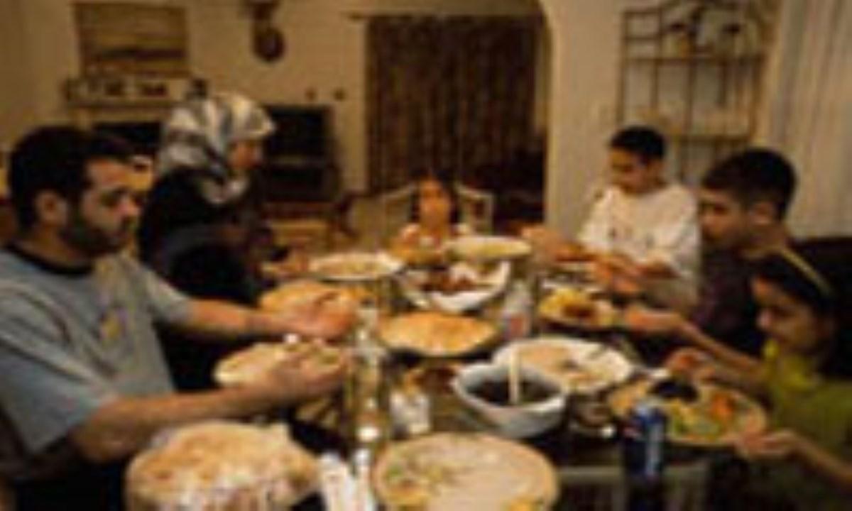 6 فايده غذا خوردن در کنار خانواده