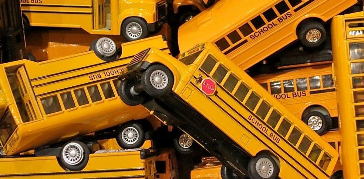 تعیین مسیر سرویس مدارس و زمان بندی ساعات شروع و خاتمه مدارس با الگوهای کامپیوتری