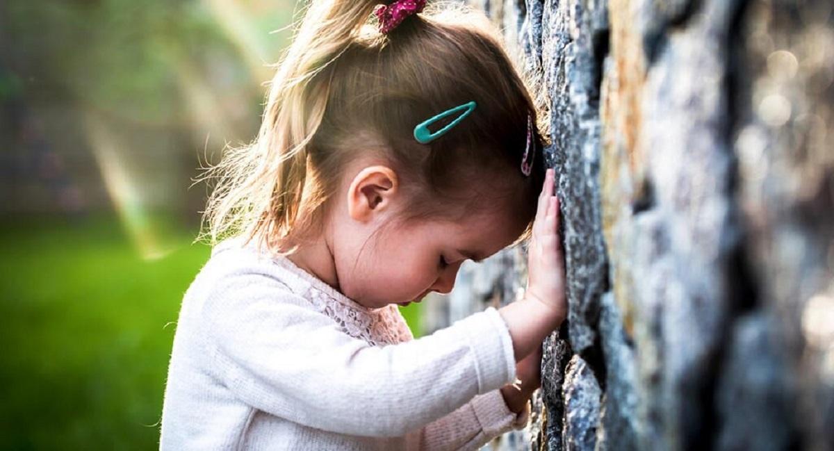 آیا کوبیدن سر در نوزادان یا کودکان امری طبیعی به حساب می آید؟