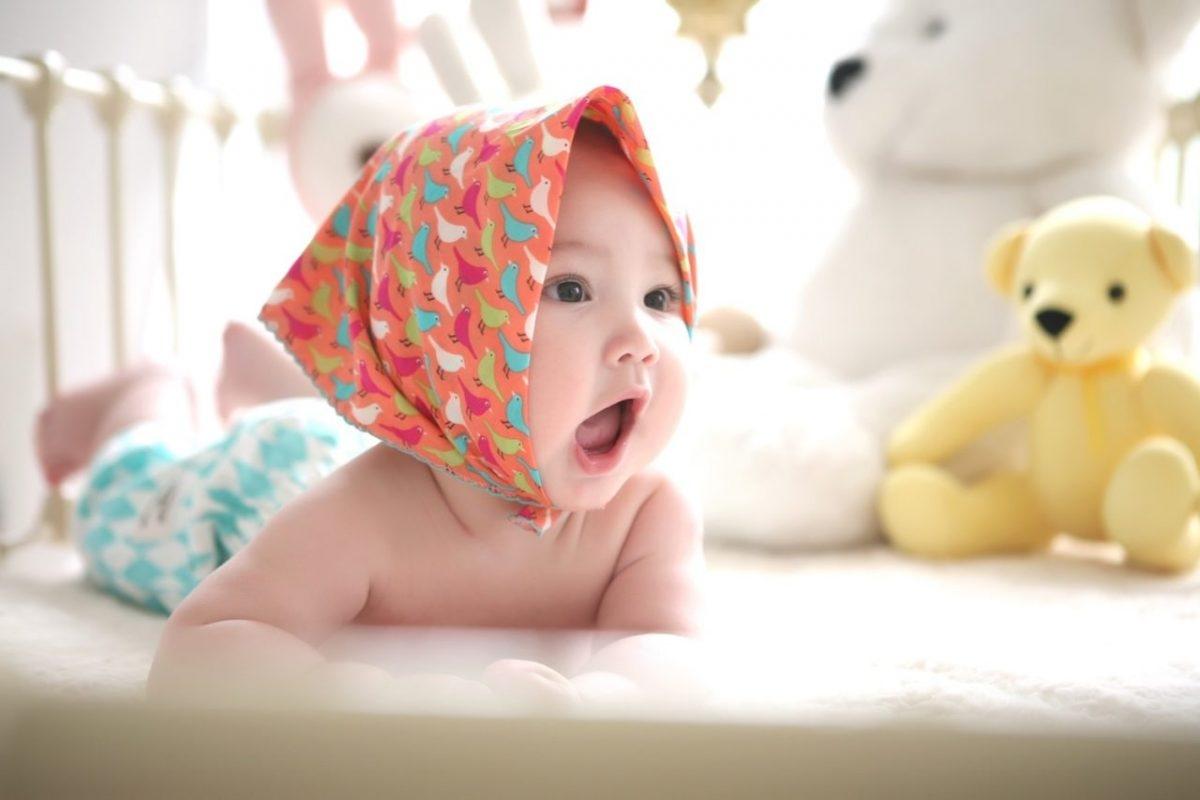 مراحل رشد زبانی و کلامی کودک در سال اول