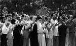 اقامه اولین نماز جمعه رسمی جمهوری اسلامی ایران در تهران به امامت آیت اللَّه طالقانی (1358 ش)