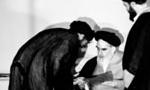 """تنفیذ حکم اولین دوره ریاست جمهوری آیت اللَّه """"خامنه ای"""" از سوی """"امام خمینی""""(1360 ش)"""