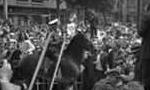 قریب 50 نفر از دانشجویان ایرانی مقیم آمریکا در حالیکه نقاب بر چهره داشتند تظاهراتی علیه اشرف پهلوی نمودند(1356ش)