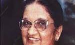 خانم باندرانایکه نخست وزیر سریلانکا در رأس یک هیئت عالی رتبه وارد تهران شد(1353ش)