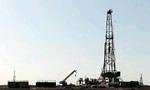 چاه نفت شماره 2 اکتشافی در تنگ بیجار کرمانشاه فوران کرد. (1344 ش)