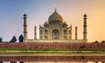 جواهر لعل نهرو رهبر هندوستان خانه فرهنگ ايران را در دهلي نو افتتاح کرد. (1335 ش)