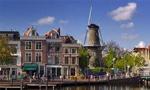 ایران به هلند اعتراض کرد، سفیر و اعضای سفارتخانه را احضار کرد و مدعی شد. دولت هلند در اعمال قدرت نسبت به تظاهرکنندگان علیه ایران سستی و اهمال نموده است(1352ش)