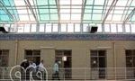 صبح امروز اعلامیه ای علیه رژیم در مدرسه خان قم نصب گردید. ماموران شهربانی پس از جمع کردن اعلامیه ها، به هفت نفر غیرطلبه مظنون شدند و آنها را دستگیر کردند.(1357ش)