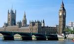 عده زیادی از جوانان ایرانی مقیم لندن در برابر سفارت ایران در لندن دست به تظاهرات زدند.(1352ش)