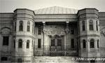 دولت ایران با تصویب مجلس شورای ملی 250/000 لیره انگلیسی از بانک شاهی وام گرفت. (1290ش)