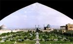 در ساعت 17، در پی ممانعت رئیس شهربانی از برگزاری مراسمی به مناسبت اربعین شهدای شهرهای ایران در مسجد ملا حیدر اصفهان، تظاهراتی در این شهر برپا شد. تظاهر کنندگان با دخالت مأموران متفرق وحدود 32 نفر دستگیر شدند.(1357ش)