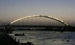 پل بزرگ خرمشهر آماده بهرهبرداري شد. (1338 ش)