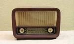 راديو قاهره برنامه زبان فارسي را مورد اجرا قرار داد. (1333 ش)