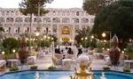 در ساعت 19/45، شیشه های هتل شاه عباس اصفهان از سوی حدود 15 نفر شکسته و دچار آتش سوزی شد که 9 نفر آنها دستگیر شدند.(1357ش)
