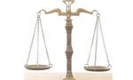کانون وکلای دادگستری در اعتراض به جو قضائی اعلامیه ای منتشر نمود. (1356ش)