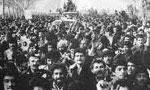 ستاد امام با بلندگو لغو اعلامیه های فرمانداری نظامی را در سطح تهران اعلام کردند(1357ش)